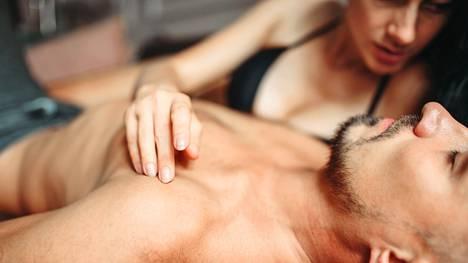 Omista seksiä koskevista mieltymyksistä saa ja on hyväkin puhua. Toista ei silti koskaan saa painostaa.