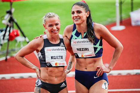 Korte ja Nooralotta Neziri (oik.) kävivät torstai-iltana juoksemassa harvinaisen 200 metrin aitakisan Oslossa. Neziri juoksi SE:n 26,65, Korte oli viisi sadasosaa hitaampi.