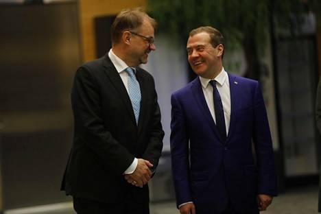 Juha Sipilä ja Dmitri Medvedev päättivät vierailupäivän iloisissa tunnelmissa Fortuin jätteenkäsittelylaitoksessa Riihimäellä.