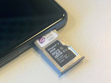 X-mallissa on OnePlus Twosta tuttu valinnan paikka: Sim-kelkkaan mahtuu toinen sim-kortti tai sd-muistikortti.