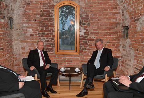 Putin ja Niinistö jatkoivat keskustelujaan Walhallassa.