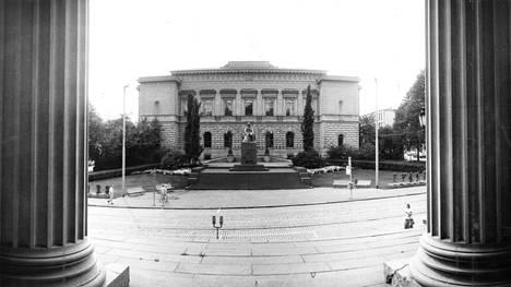 Suomen Pankki ei välitä yksityishenkilöiden rahaliikennettä. Ei välittänyt myöskään vuonna 1986, jolloin tämä kuva otettiin.
