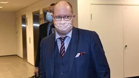 Asianajaja Jussi Sarvikiven mukaan kulttuurineuvos Veijo Baltzar kiistää kaikki syytteet.
