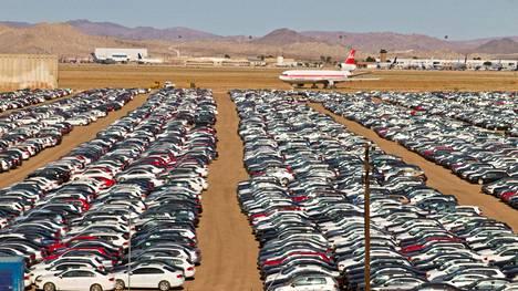 VW-konsernin autot odottavat kohtaloaan muun muassa Mojaven autiomaassa Yhdysvalloissa.