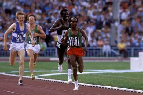 Kaarlo Maaninka (vas.) toi Suomelle ainoat yleisurheilumitalit Moskovan olympiakisoista.