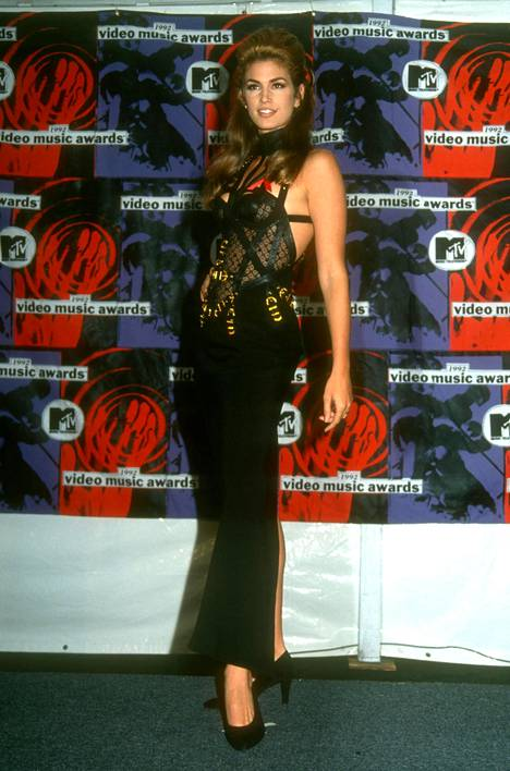 Cindy Crawford edusti MTV:n Video Music Awardseissa 1992.