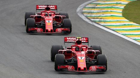 Kimi Räikkönen ohitti Sebastian Vettelin tallimääräyksen avulla – saksalainen kertoi mielipiteensä asiasta