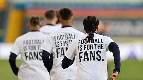Leedsin pelaajia ennen maanantain valioliigaottelua.
