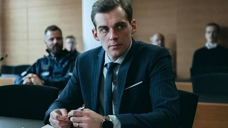 Lauri Tilkanen näyttelee Pohjolan laki -sarjassa asianajaja Matti Pohjolaa, joka saa vihhiä perheensä asianajotoimiston salaisuuksista.