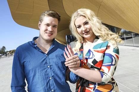 Juuso ja Vilma iloitsivat kihlautumistaan toukokuussa 2019.