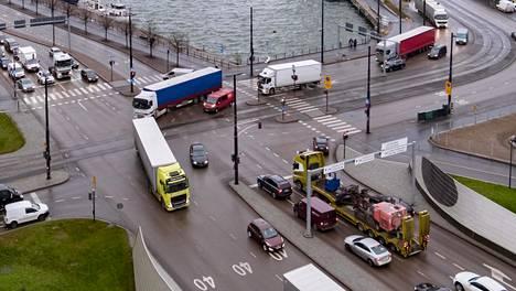 Viikon kestäneen valvontajakson aikana poliisi tarkasti 1 646 raskasta ajoneuvoa. Kuljettajille määrättiin kaiken kaikkiaan 410 eri seuraamusta sekä annettiin lisäksi 311 huomautusta.