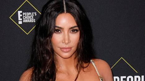 Tosi-tv-tähti Kim Kardashian suosii tiukkaakin tiukempia asuja.
