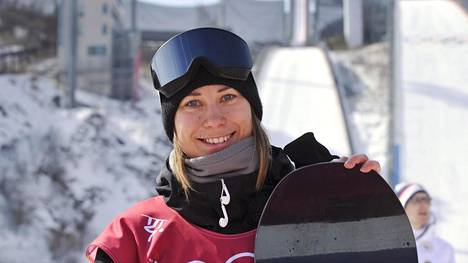 Enni Rukajärvi oli neljäs lumilautailun US Openin naisten slopestylen finaalissa.