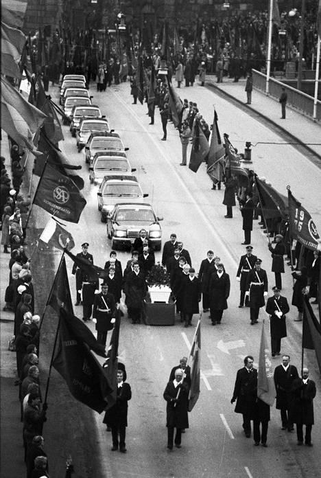 Pääministeri Olof Palmen hautajaissaattue maaliskuussa 1986.