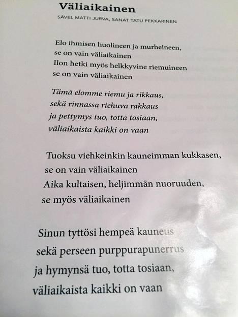 Tältä näyttivät Väliaikainen-kappaleen lyriikat Syntisten veisut -tapahtuman yhteislauluvihkosessa sunnuntaina.