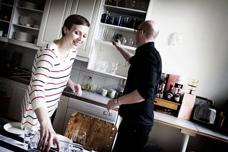 Jonna Vormala on aina rakastanut salaatteja ja kokeilee erilaisia reseptejä kotikeittiössä.