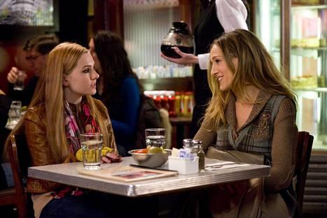 Abigail Breslin ja Sarah Jessica Parker elokuvassa New Years Eve.