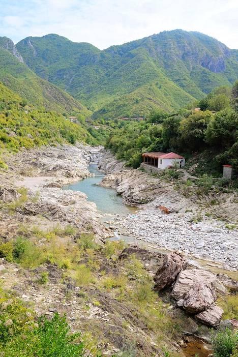Kaunis luonto on yksi Albanian matkailuvalteista.