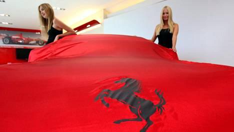 Ferrai julkistaa uuden autonsa Reggio Emilian oopperatalossa. Arkistokuva vuodelta 2011.
