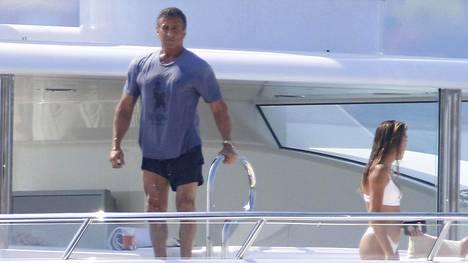 Sylvester Stallone vietti aikaa jahdilla varsin näyttävän perheensä kanssa.