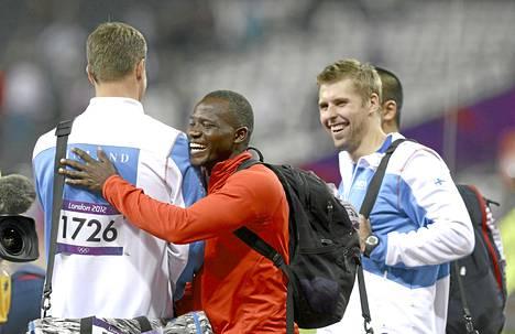 Julius Yego naureskeli itseään päätä pidemmän Tero Pitkämäen ja Antti Ruuskasen kanssa Lontoon olympialaisten karsintojen jälkeen, kun kaikki kolme olivat selvinneet finaaliin.