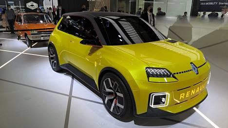 Renault 5 syntyy uudelleen ja sen muodoissa on paljon alkuperäistä. Sähköautojen nopeasti kasvanut kysyntä Euroopassa on kiihdyttänyt uuden viitos-Rellun kehitystyötä, eli auton tuotantoversio halutaan esitellä jo vuoden 2022 aikana. Halvimman version hinta pyritään saamaan alle 20000 euron.