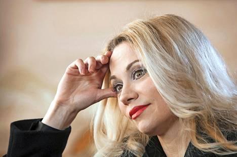 Anna nousi julkisuuteen Kiitorata-ohjelman myötä vuonna 1995.