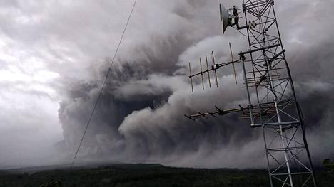 Tulivuori Semeru purkautui Jaavan saarella Indonesiassa lauantaina.