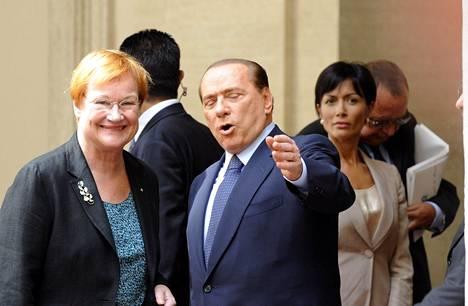 Tarja Halonen hämmentyi Silvio Berlusconin väitteistä vuonna 2005. Kaksikko tapasi kuitenkin syyskuussa 2010 hyvissä tunnelmissa.