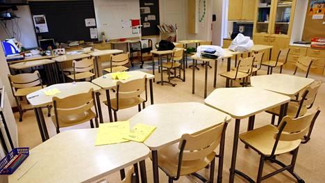 Valtion tulisi auttaa sisäilmaongelmista kärsivien koulujen ja päiväkotien korjaamisessa, Opetusalan ammattijärjestö OAJ:n puheenjohtaja Olli Luukkainen sanoo.
