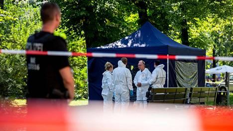 Polkupyörällä liikkunut mies ampui 40-vuotiasta entistä tshetsheenikapinallinen. kaksi kertaa päähän Berliinin Kleiner Tiergarten -puistossa elokuun lopulla.
