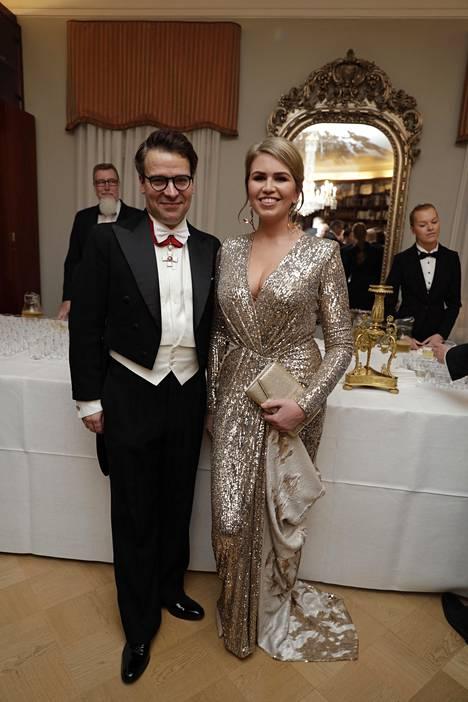 Ville Niinistö juhli tuoreen tyttöystävänsä, kimaltelevaan iltapukuun sonnustautuneen Hennariikka Anderssonin kanssa.