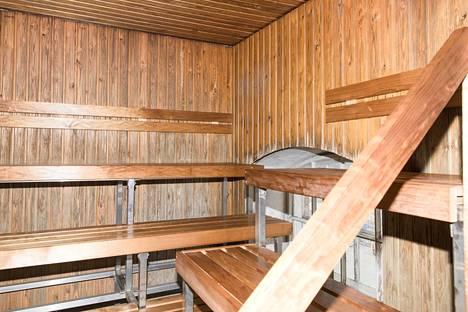 Kuntosalin sauna, jossa lämpöä on 70-80 astetta, on varsin kuuma virukselle.