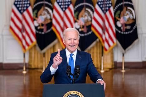 Toistuva köhiminen kiinnitti katsojien huomion, kun Biden puhui torstaina talouslinjauksistaan Valkoisessa talossa.
