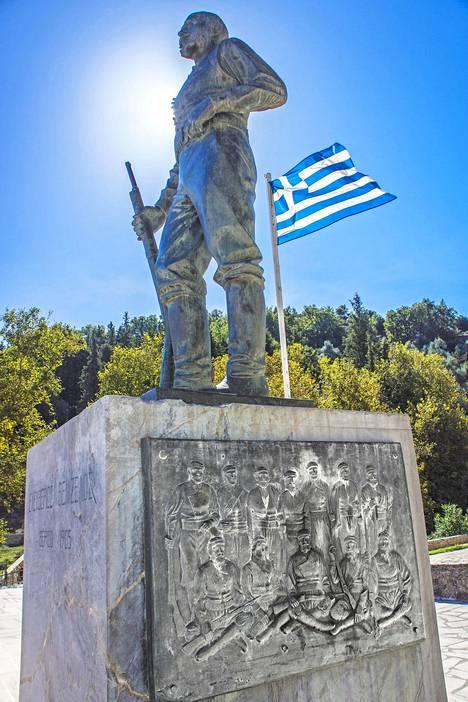 Pienestä Therison vuoristokylästä alkoi Kreetan kamppailu Kreikkaan liittymisen puolesta 1905. Keskusaukiolla on tämän kunniaksi jylhä muistomerkki, jonka juurella kreetalaiset vierailevat bussilasteittain.