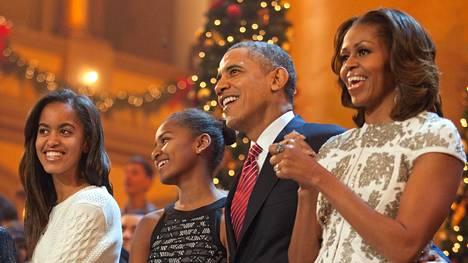 Obamat viettivät joulua vuonna 2013. Tuolloin perheen tyttäret olivat teini-ikäisiä.