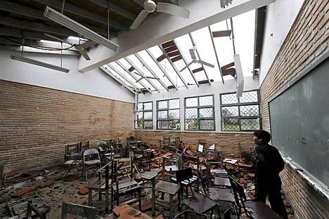 Koulu kärsi pahoja vaurioita myrskyssä Mariano Alonso Roquen kaupungissa Paraguayssa.
