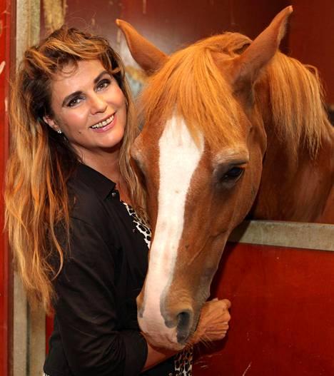 Riitta Väisänen joutui luopumaan hevosistaan talousvaikeuksien vuoksi.