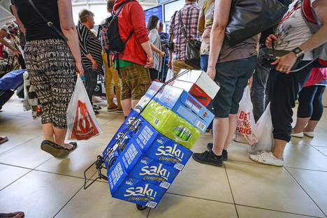 Suomalaisten matkailua ja viinankäyttöä on käsitelty myös kulttuurintutkimuksen parissa.