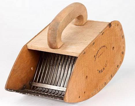 Yksi kenties tunnetuimpia marjureita oli jyväskyläläisen Halonen ja Kumppanin valmistama HAKU-poimuri. 1950-luvulla valmistettuja poimureita löytyy yhä tuhansista kodeista.
