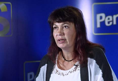 """Perussuomalaisten puoluesihteeri Riikka Slunga-Poutsalo kuvailee puolueen ketutusvideota raflaavaksi, mutta sanoo yllättyneensä videon herättämästä keskustelusta. Slunga-Poutsalon mukaan videosta on vedetty turhaan johtopäätöksiä """"viikonlopun ikäviin tapahtumiin""""."""
