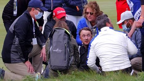 Tom Felton (kesk.) tuupertui kesken golfkierroksen viime torstaina.