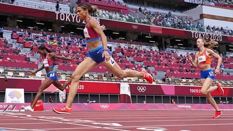 Sydney McLaughlin kukisti Dalilah Muhammadin loppusuoralla 400 metrin aitojen finaalissa. Hollannin Femke Bol juoksi pronssia.