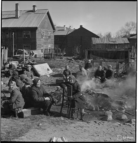 Venäläisnaisia leirillä jatkosodan aikana.
