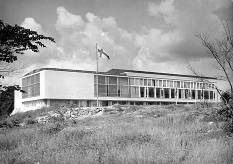 Turun yliopiston vuonna 1954 valmistunut kirjasto on rakennettu Joutsenen veljesten perinnöllä.