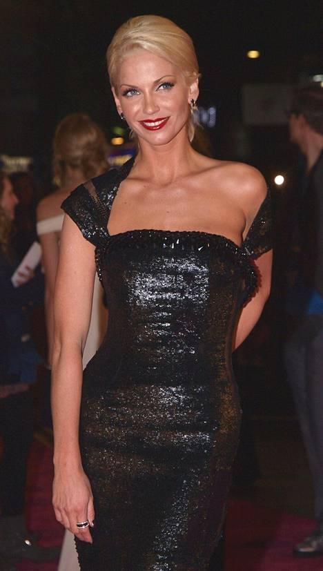 Sarah Harding saapumassa ensi-iltaan Lontoossa joulukuussa 2009.