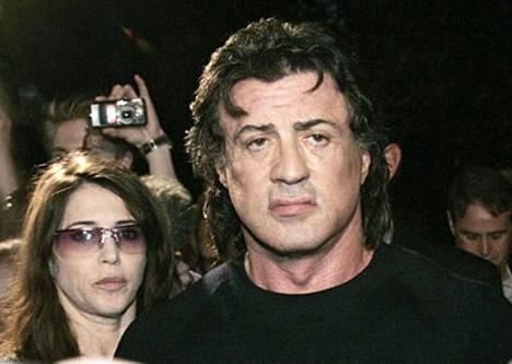 Sylvester Stallone myöntää hormonien salakuljetuksen.