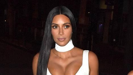 Kim Kardashian kuvattiin Pariisissa vain muutama tunti ennen aseellista ryöstöä.