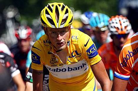 Ranskan ympäriajoa johtava Michael Rasmussen ei tahdo dopingsotkujensa takia saada uutta tallisopimusta.