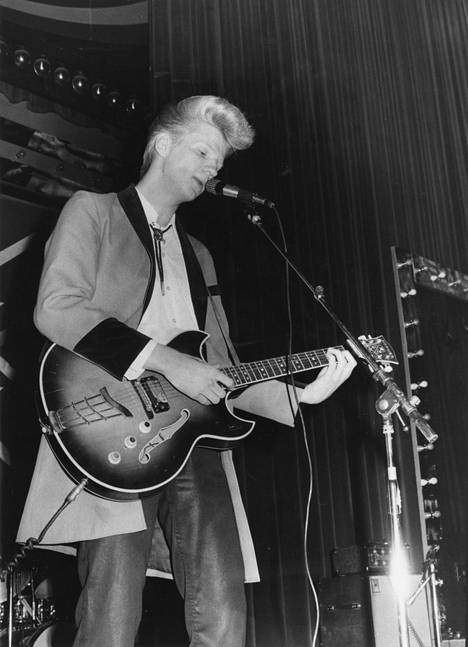 Teddy Guitar -lempinimellä tunnettu Aikka Hakala oli todellsen fanihysterian kohteena yhtyeen menestysvuosina.